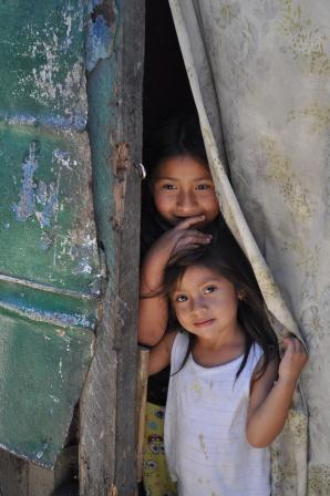 Portada Journey into Garbage Dump - Small girls in doorway