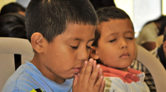 praying-kids